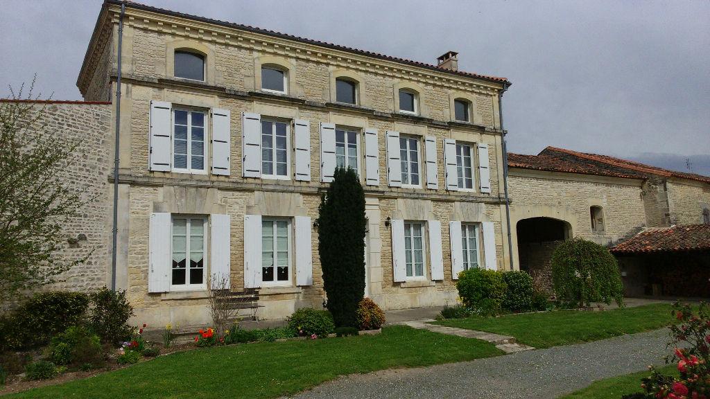 Maison Matha 10 Kms Cognac 20 Kms