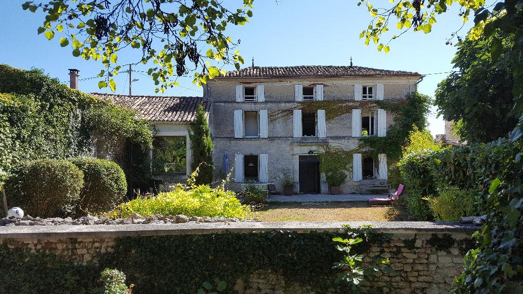 Maison Charentaise rénovée Proche ANGOULEME 7 KMS