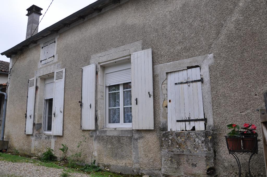 Maison proche Rouillac 12 kms